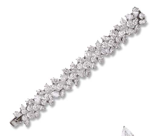 AN IMPORTANT DIAMOND BRACELET,