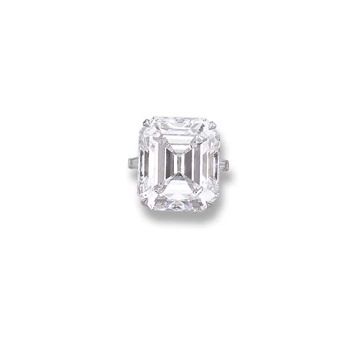 A MAGNIFICENT DIAMOND RING, BY