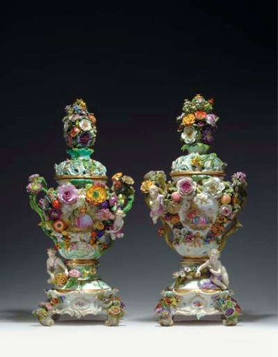 A PAIR OF LARGE MEISSEN FLOWER