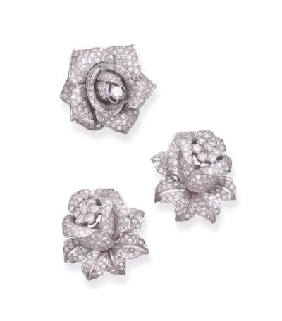 A SET OF DIAMOND FLOWER JEWELR