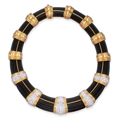 A GOLD, DIAMOND AND ONYX COLLA