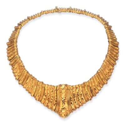A GOLD COLLAR NECKLACE, BY HEN