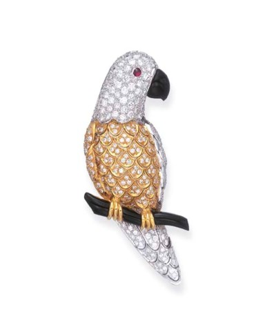 A DIAMOND AND ONYX PARROT BROO