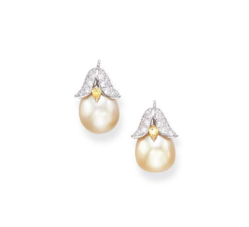 A PAIR OF CULTURED PEARL, COLO