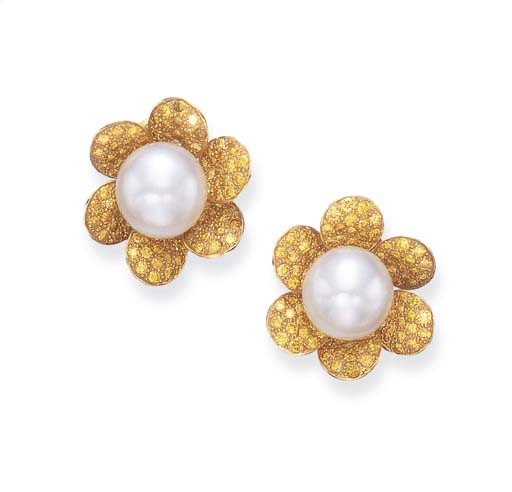 A PAIR OF CULTURED PEARL AND YELLOW DIAMOND EAR CLIPS