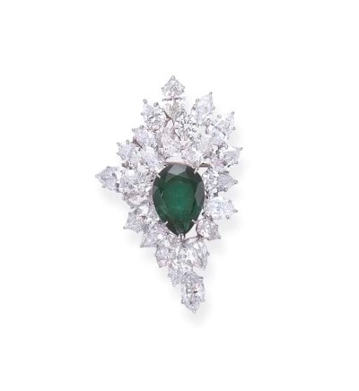 A DIAMOND AND EMERALD PENDANT