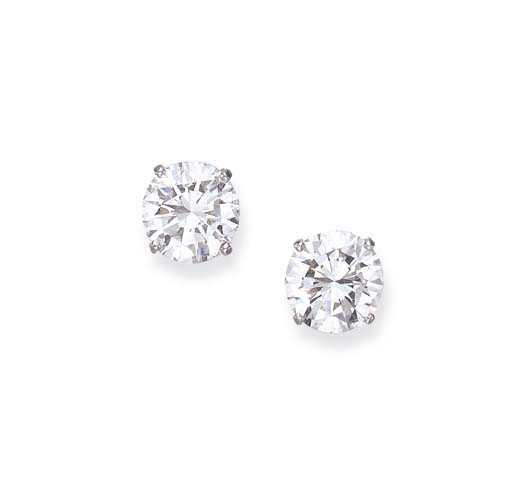A PAIR OF MAGNIFICENT DIAMOND