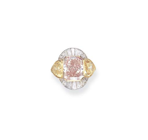 AN IMPORTANT FANCY INTENSE ORANGY PINK DIAMOND AND YELLOW DIAMOND RING, BY DAVID MORRIS