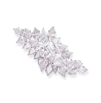 A DIAMOND CLUSTER BROOCH, BY D