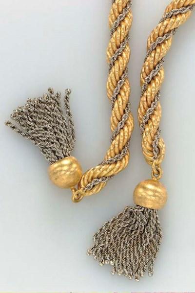A BICOLORED GOLD NEGLIGEE