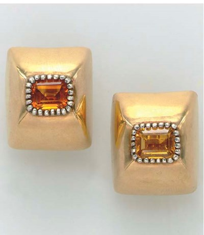 A PAIR OF CITRINE AND GOLD EAR
