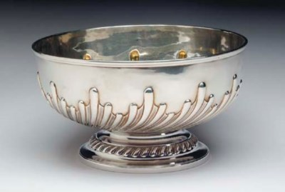 A GEORGE IV SILVER PUNCH BOWL,