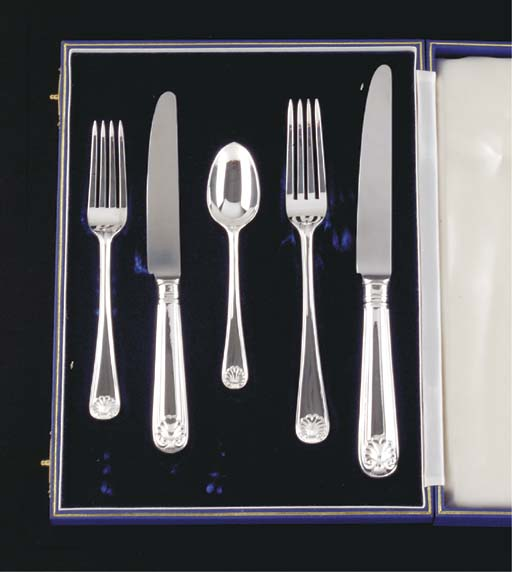 AN ELIZABETH II SILVER TABLE S