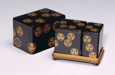 A JAPANESE LACQUER INCENSE SET