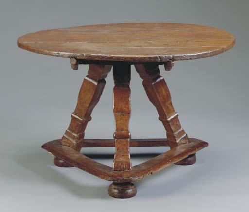AN OAK TRIPOD TABLE,