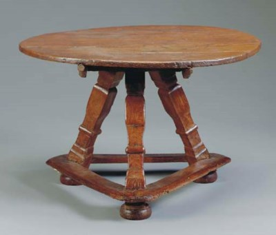 AN OAK TRIPOD TABLE,