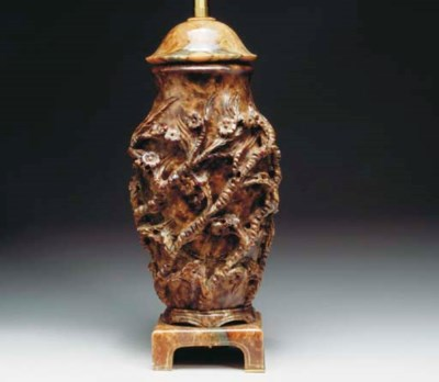 A CHINESE CARVED AGATE VASIFOR