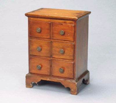 A SMALL WALNUT CHEST OF DRAWER