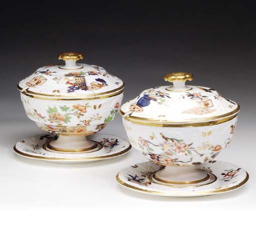 A PAIR OF ENGLISH PORCELAIN SA