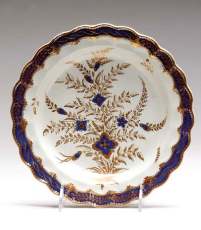 A GROUP OF PORCELAIN TABLE WAR