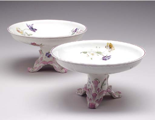 A PAIR OF FAIENCE COMPOTES,
