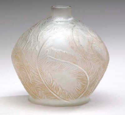 'PLUMES,' A LALIQUE FROSTED AN