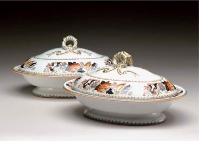 A PAIR OF WEDGWOOD PORCELAIN T