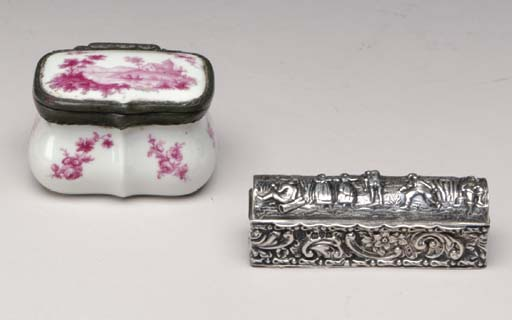 A FRENCH PORCELAIN SNUFF BOX P