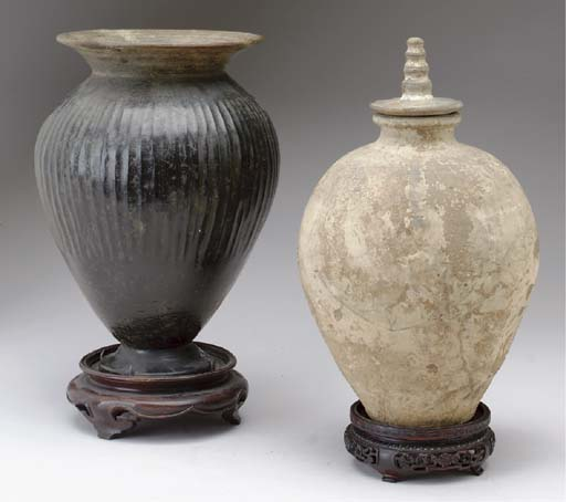 A CHINESE PAINTED GREY POTTERY