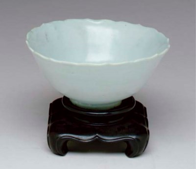 A CHINESE SHUFU-TYPE BOWL,