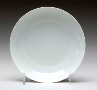 A CHINESE WHITE-GLAZED DISH,