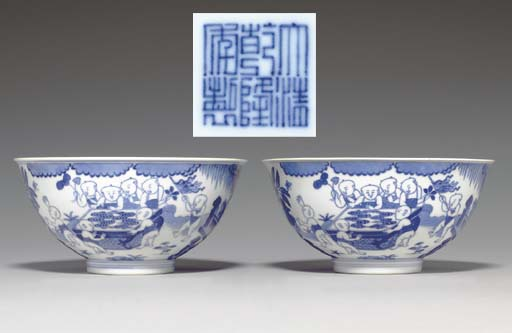 A PAIR OF MING-STYLE BLUE AND