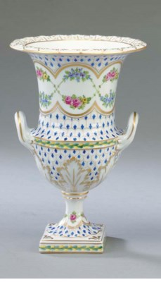 A PAIR OF DRESDEN PORCELAIN UR