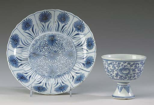 TWO CHINESE BLUE AND WHITE POR