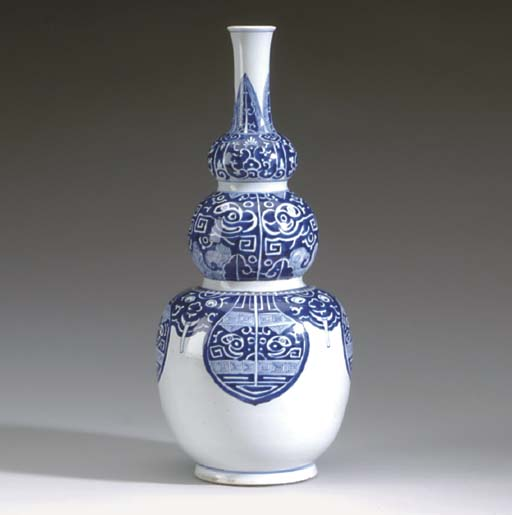 A CHINESE BLUE AND WHITE TRIPL