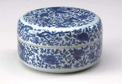A CHINESE MING STYLE BLUE AND