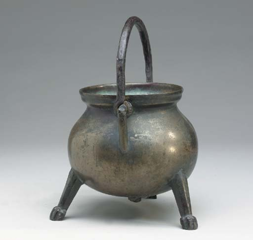 A GROUP OF HEARTH ITEMS,