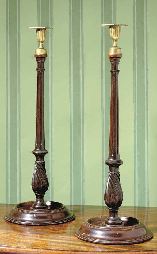 A PAIR OF GEORGE III STYLE BRASS AND MAHOGANY CANDLESTICKS
