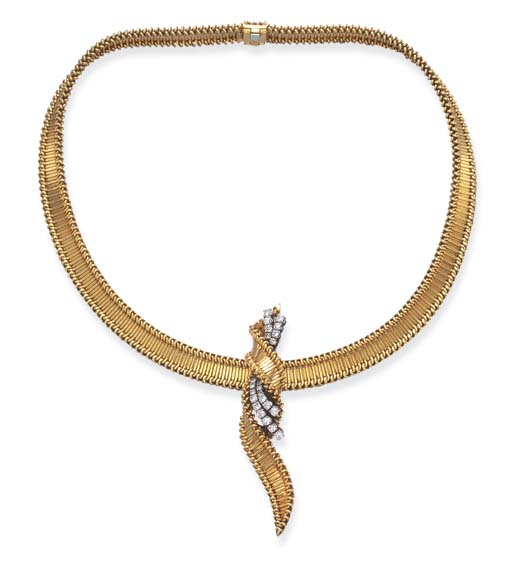 A GOLD PENDANT NECKLACE, BY CA