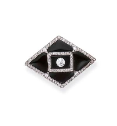 AN ART DECO DIAMOND AND ONYX B