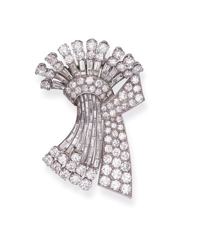 A DIAMOND CLIP BROOCH, BY GHIS