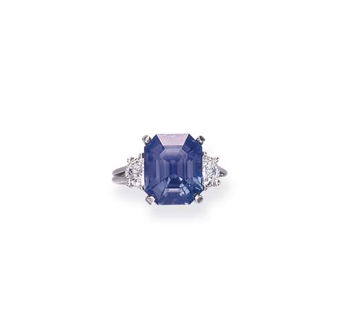A SAPPHRIE AND DIAMOND RING, B