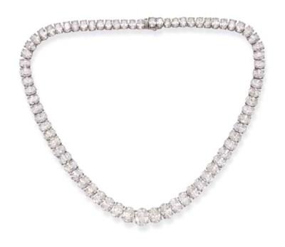 A FINE DIAMOND NECKLACE, BY HA