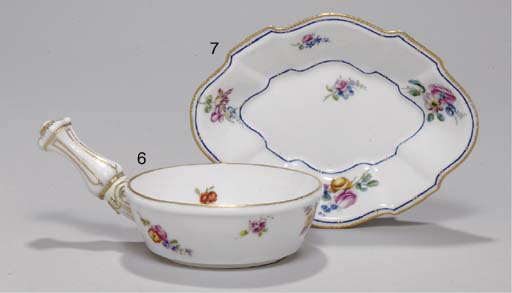 A VINCENNES SHAPED OVAL DISH
