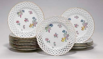 SIXTEEN CHINESE EXPORT PORCELA