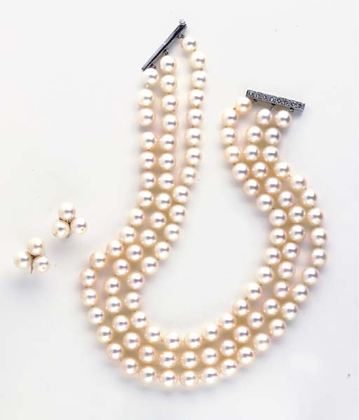 A GROUP OF CULTURED PEARL, DIAMOND AND GOLD JEWELRY