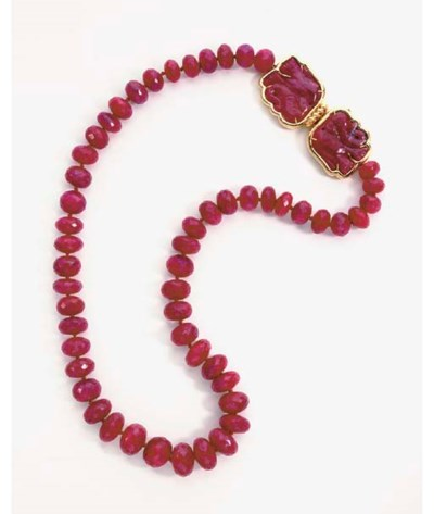 A RUBY BEAD AND 18K GOLD NECKL
