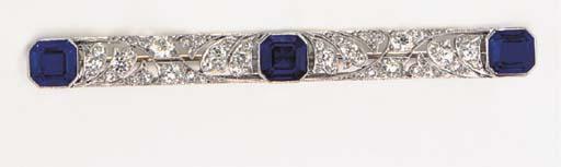 AN ART DECO SAPPHIRE, DIAMOND AND PLATINUM BAR PIN, BY TIFFANY & CO.
