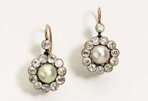 A PAIR OF ANTIQUE PEARL, DIAMOND AND GOLD EAR PENDANTS
