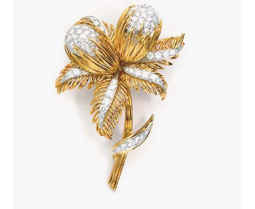 A GOLD AND DIAMOND FLOWER BROO